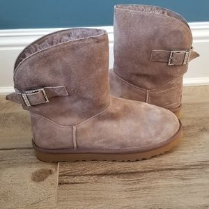 NWOT Ugg Embellished Short Boot